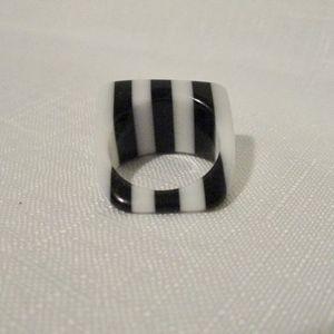 Vintage Bakelite Black & White Asymmetrical Ring